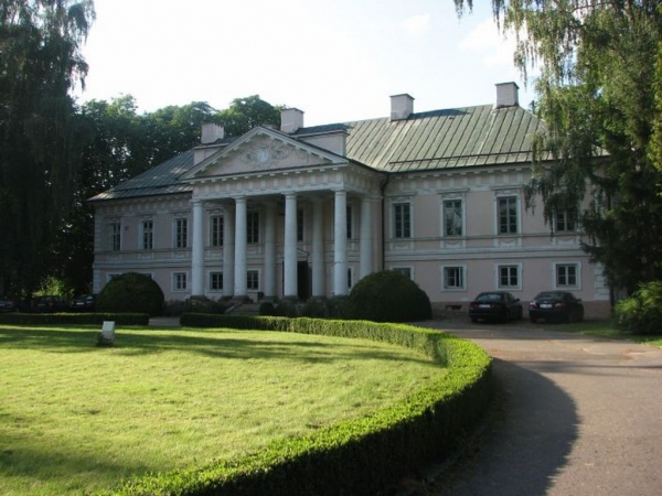 The palace and park complex in Mała Wieś